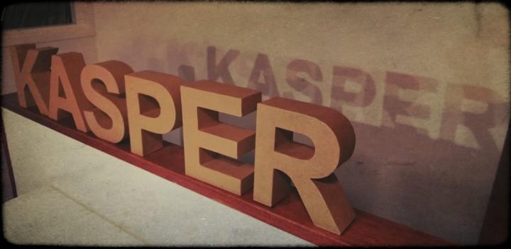 Grote kartonnen letters van Xenos