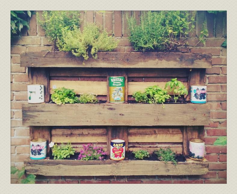 Stenen Muur Voor Tuin : Hip & creatief pallet-idee: de pallet tuin ...