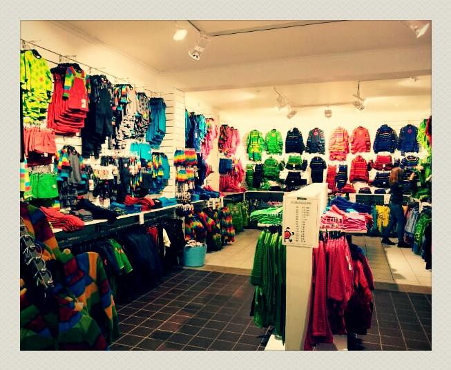 Kinderkleertjes in een winkel in Stockholm