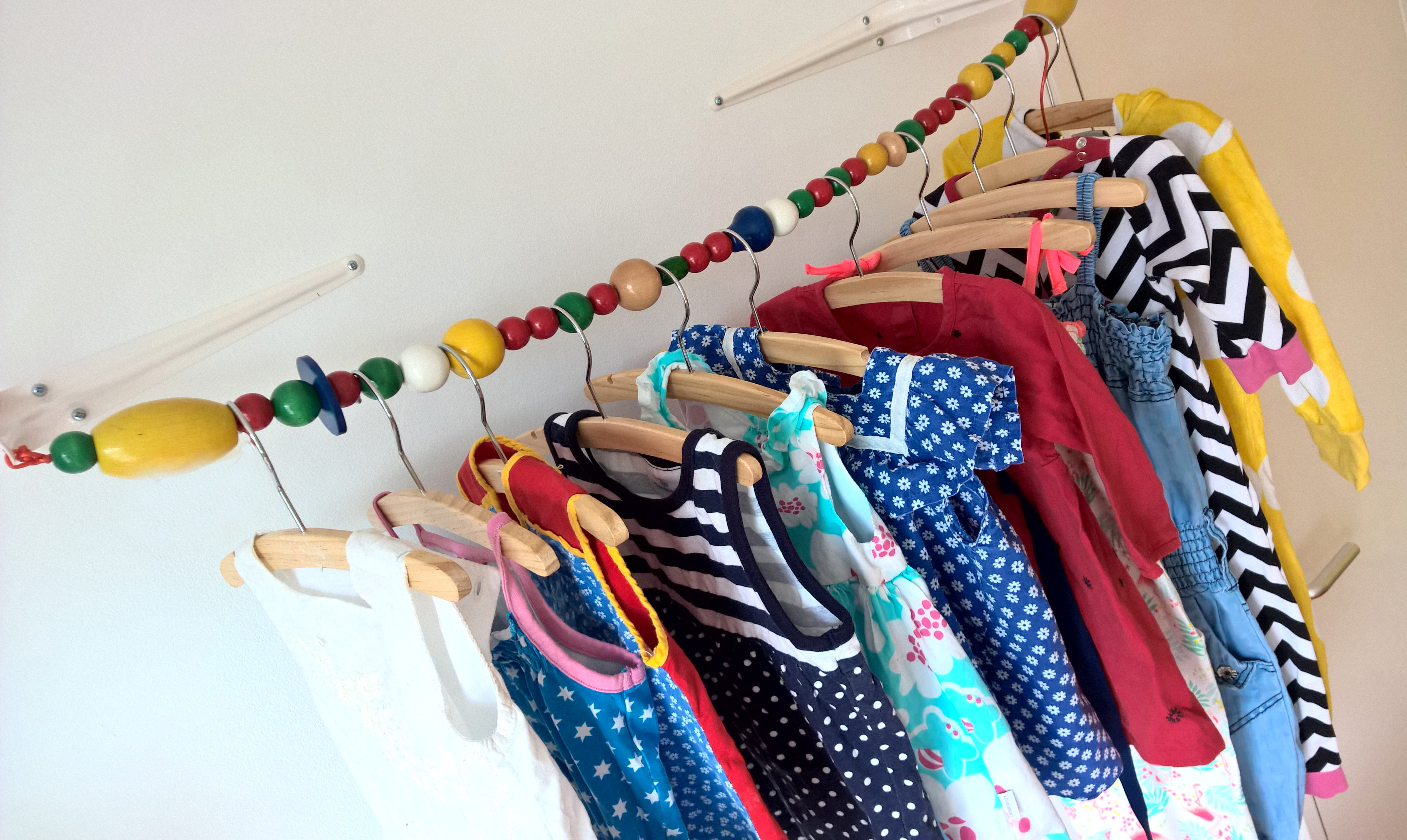 Simpele Vrolijke Kinderkamer : Zelfgemaakt vrolijk kledingrek voor de kinderkamer mary j
