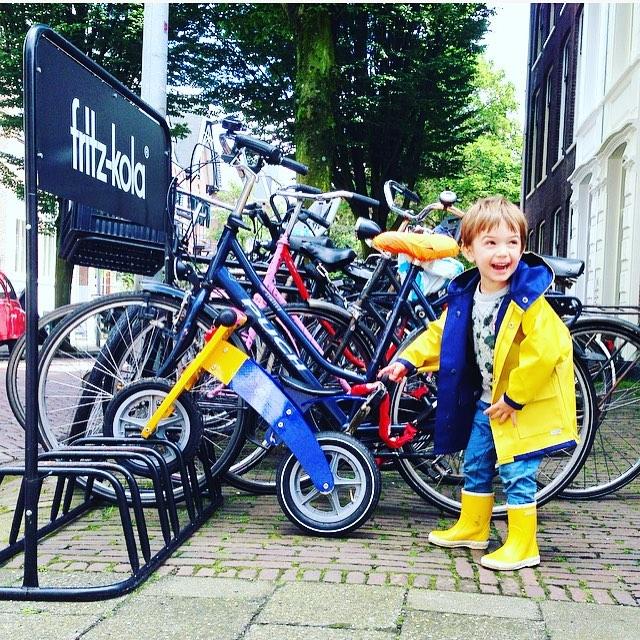 Kinderfotografie jongetje met loopfiets