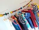 Zelfgemaakt: vrolijk kledingrek voor de kinderkamer