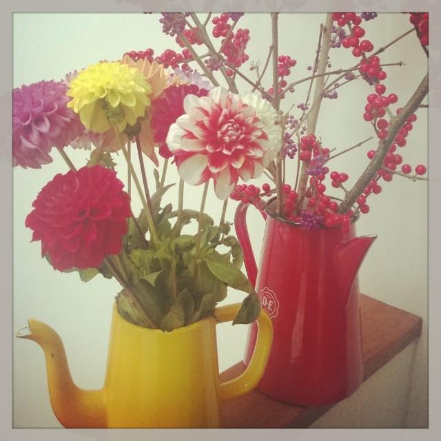 Koffiepotje als vaas voor funky flowers